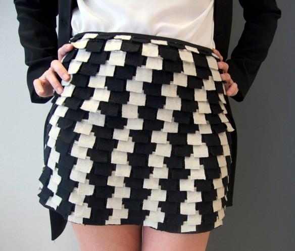 falda-blanca-negra-lana-sayan