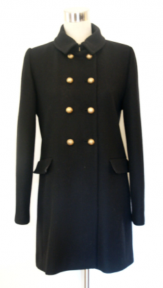 abrigo-negro-doble-botonadura-buscolook