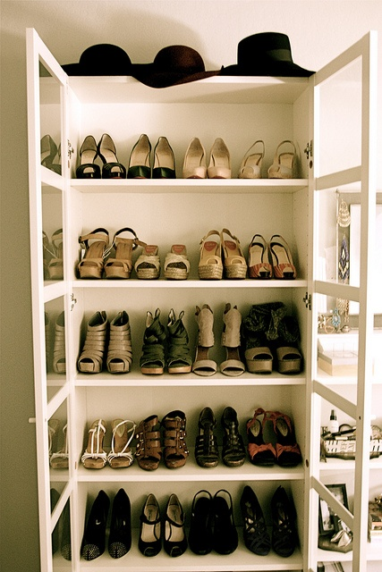 girly-room-shoe-closet-reveal
