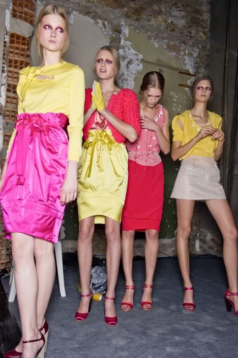 color-crazy-yellow_18_715798