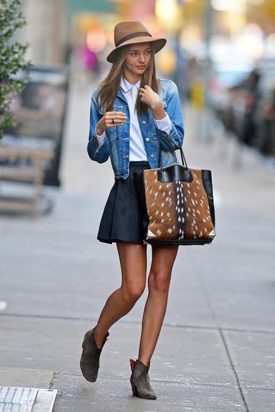 Stunning+supermodel+Miranda+Kerr+seen+stepping+MLrSmd9Wz_sl