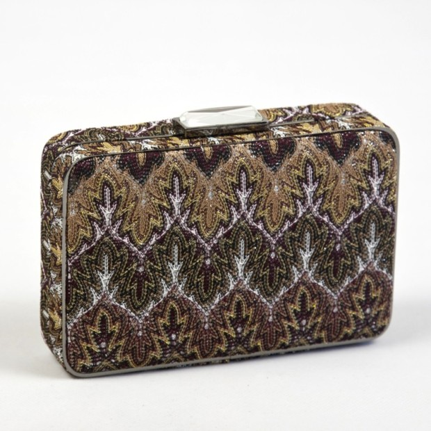bolso-clutch-mano-estampado