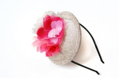 tocado-rafia-flores-rosa