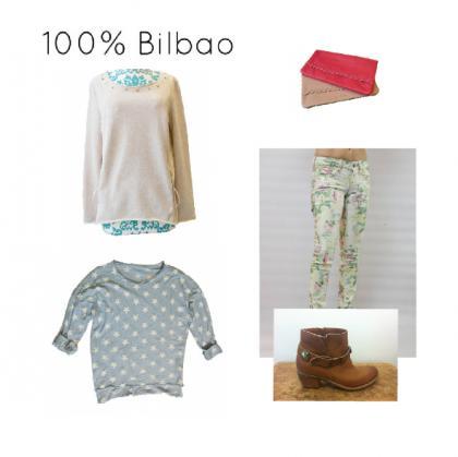 Look-informal-pantalon-flores-jersey-tachuelas-jersey-estrellas-bolso-rosa-botines-cuero