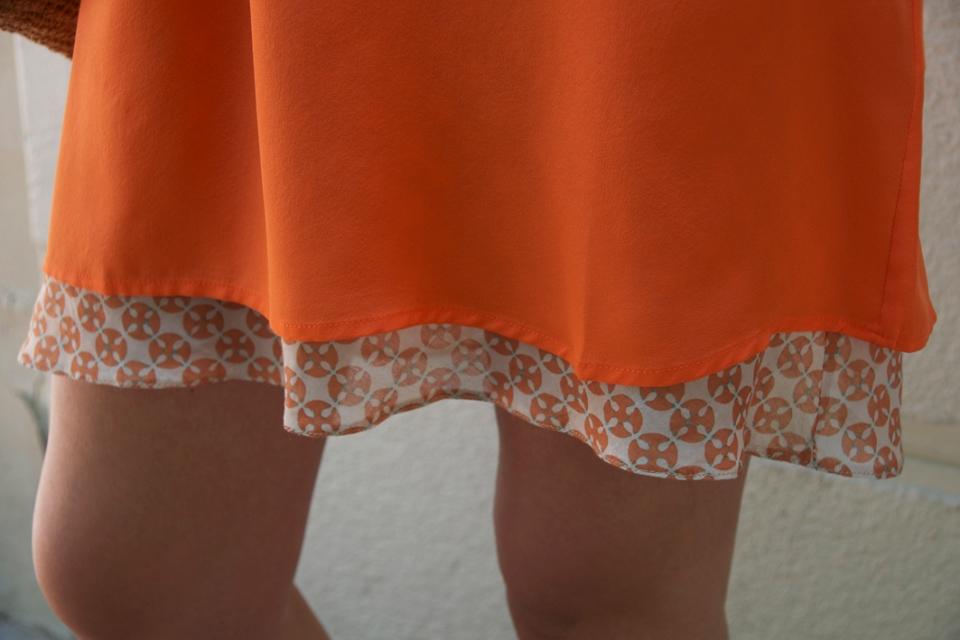 vestido naranja detalle