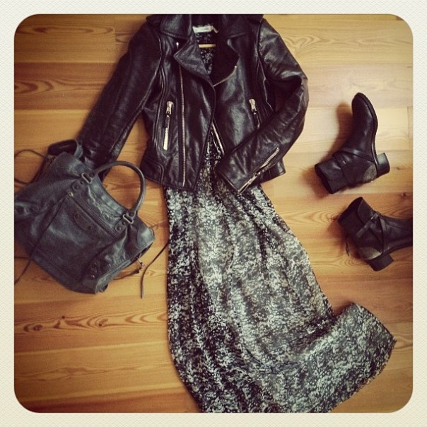look-theworkinggirl-long-dress-boots-leather-jacket