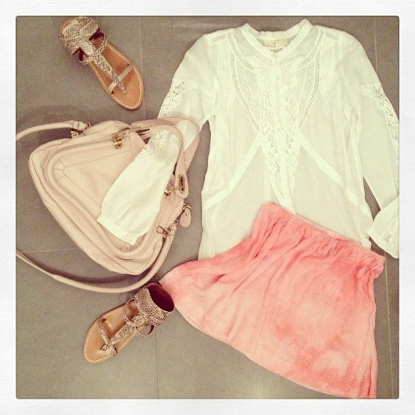 look-theworkinggirl-pink-skirt-sandals