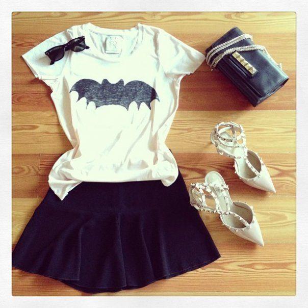 look-theworkinggirl-black-skirt-print-tshirt-stilettos