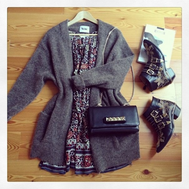 look-theworkinggirl-summer-dress-cardigan-boots