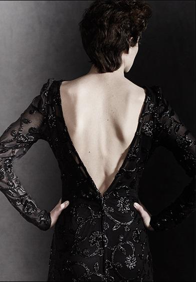 Sayan-vestido-pedrería-negro-escote-espalda