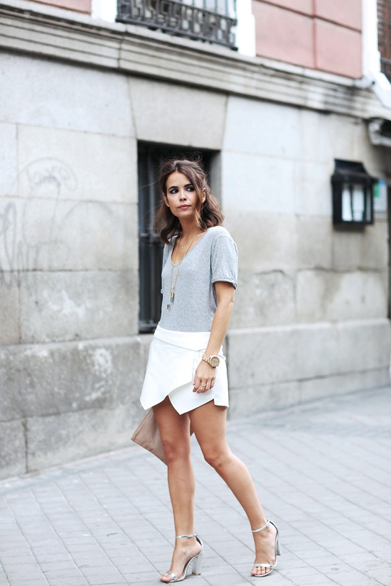 Zara_Skort-Grey_Tee-Silver_Sandalds-Beaded_Clucth-Street_Style-Outfit-13