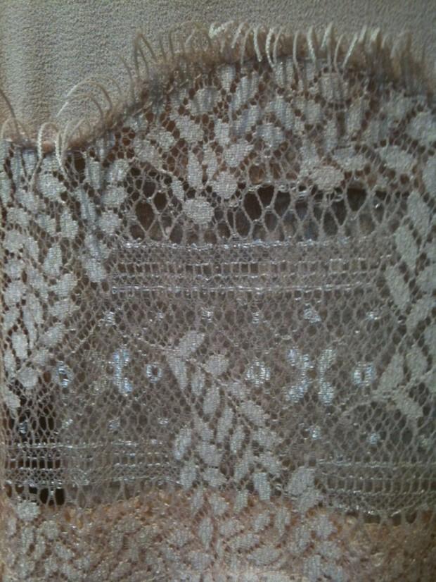 deatalle-camisa-encaje-nude-buscolook-768x1024