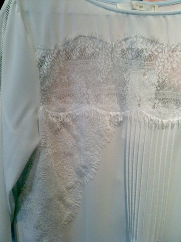 detalle-camisa-blanca-encaje-buscolook-768x1024