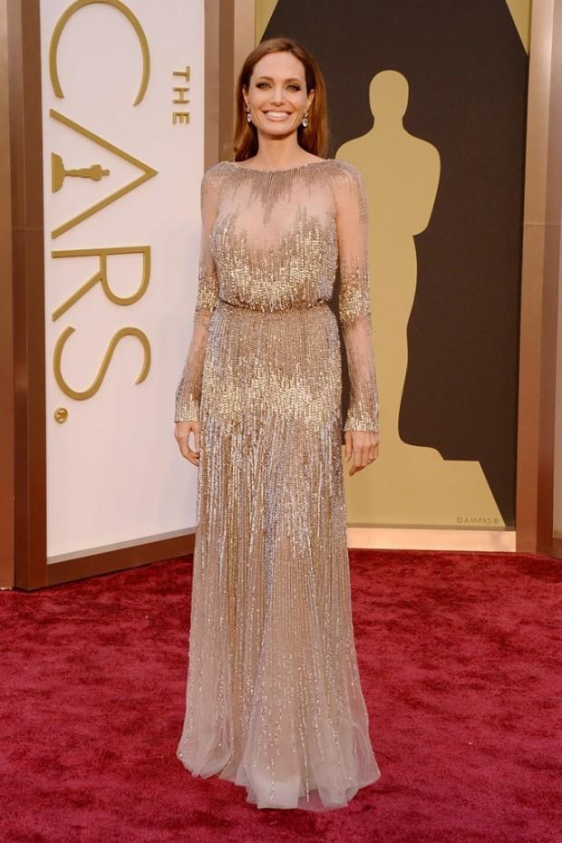 alfombra_roja_de_la_86_edicion_de_los_premios_oscar_2014_Angelina_Jolie_Elie_Saab-682x1024