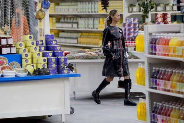 desfile-chanel-2014-supermercado-sneakerfs