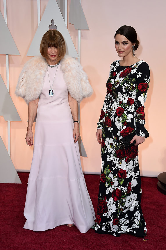 anna-wintour-bee-shaffer-oscars-red-carpet-2015