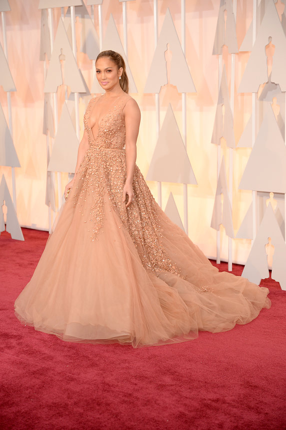 jennifer-lopez-oscars-red-carpet-2015