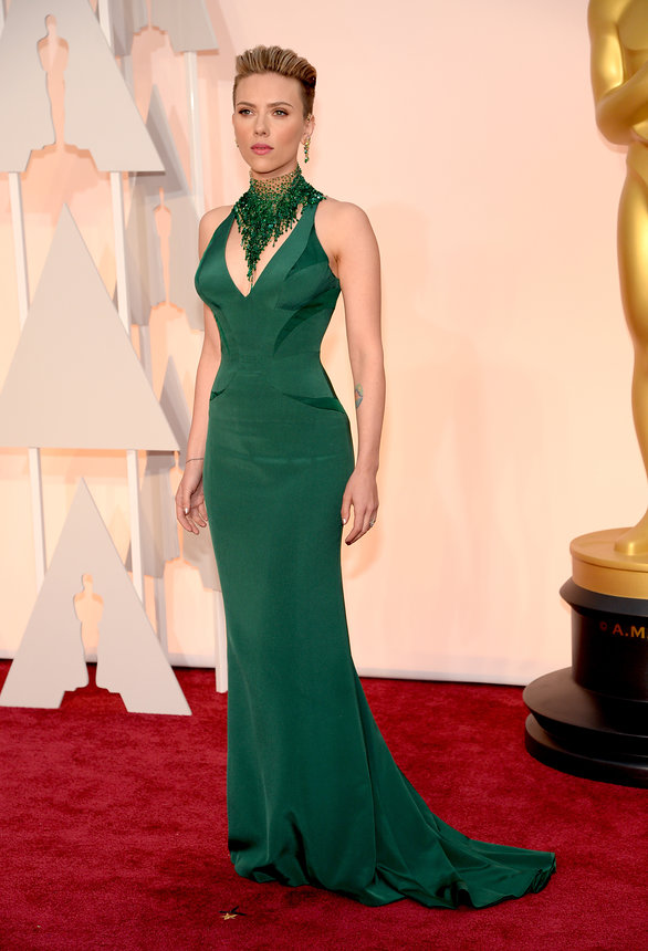 scarlett-johansson-oscars-red-carpet-2015